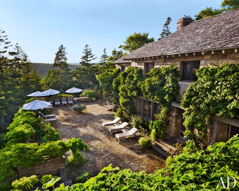 Traditional Outdoor Space by Martha Stewart and Duncan Candler in Mount Desert Island, ME