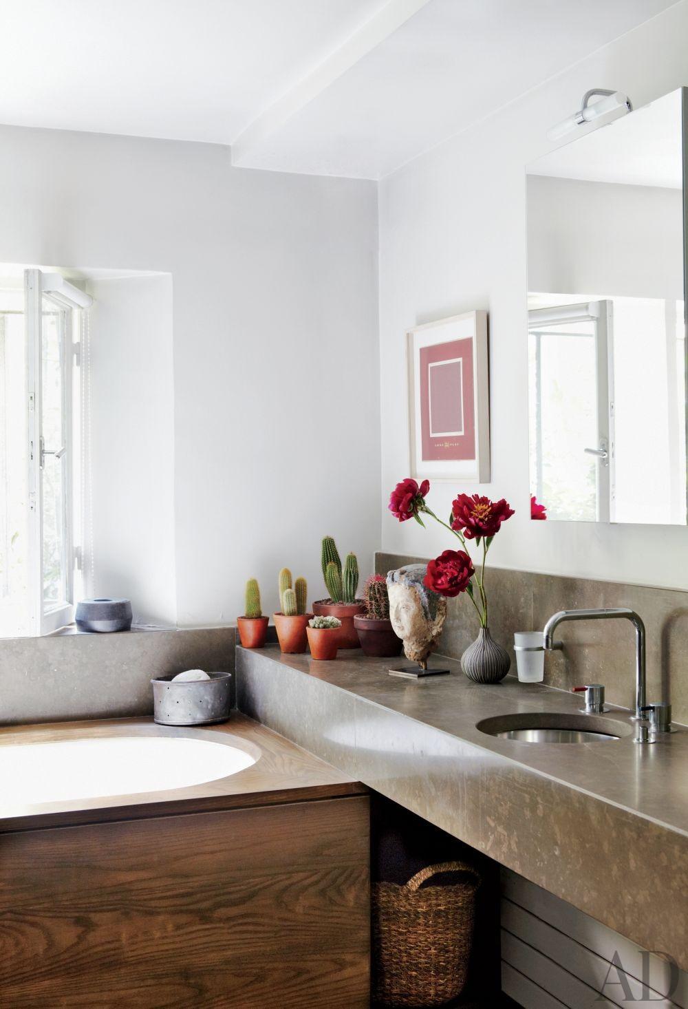 Modern Bathroom in Paris, France