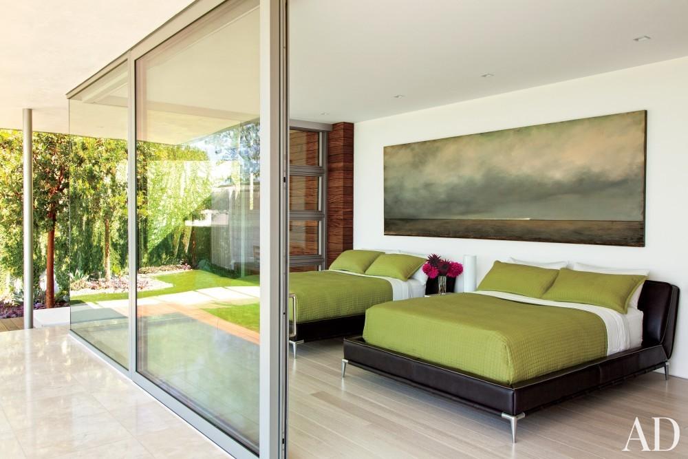 Modern Bedroom by Sarah McElroy and Steven Ehrlich in Laguna Beach, CA