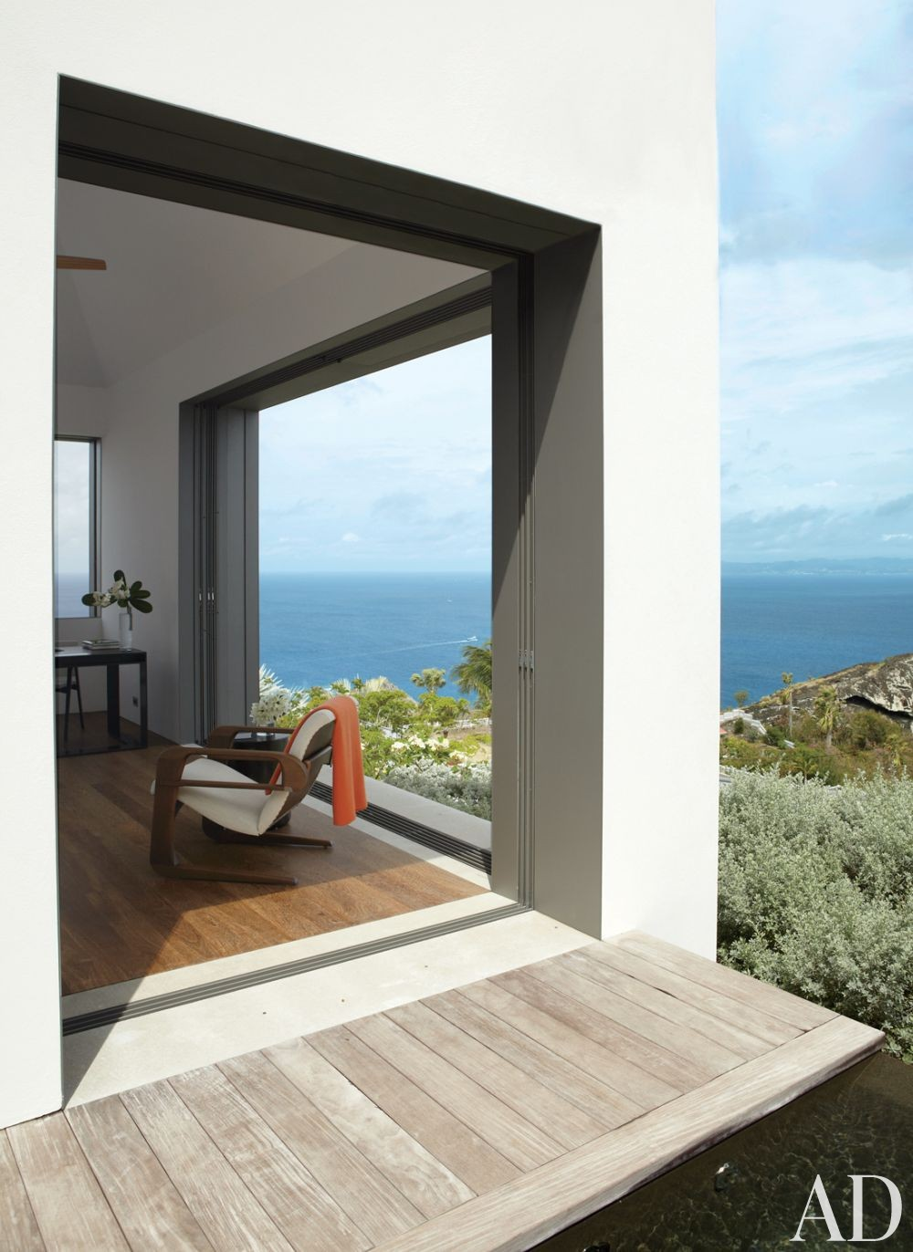 Modern Bedroom and Gwathmey Siegel & Associates Architects in St. Barts