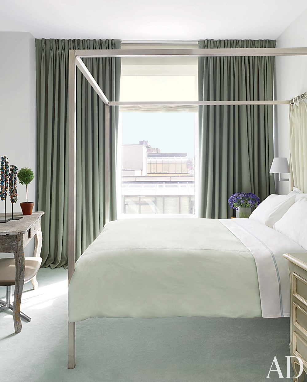Modern Bedroom by Vicente Wolf Associates Inc. in New York, New York