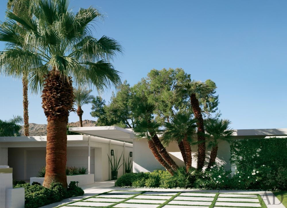 Modern Exterior by Emily Summers Design Associates and o2 Architecture in Indian Wells, California
