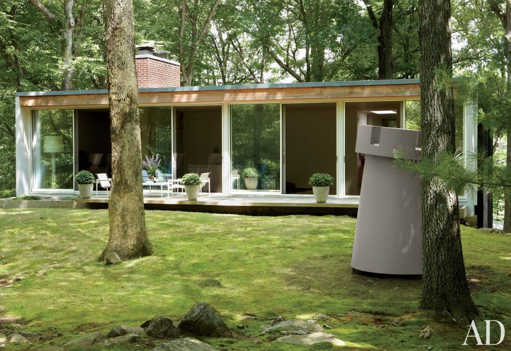 Modern Exterior by Michael Formica Inc. in New Canaan, Connecticut