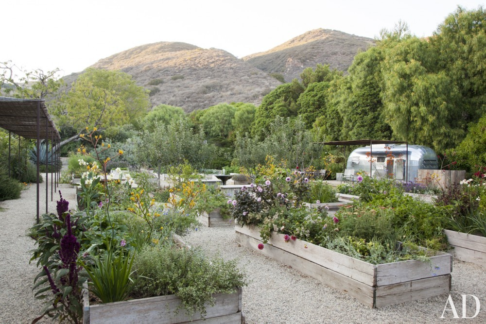 Modern Garden by Estee Stanley Interior Design in Malibu, California
