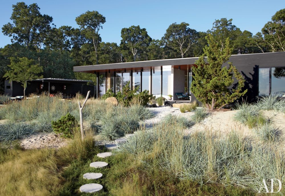 Modern Garden by Jonathan Adler and Gray Organschi Architecture in Shelter Island, New York