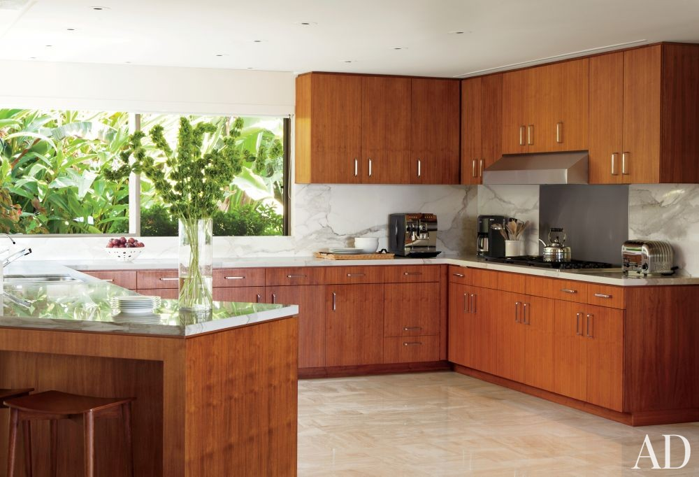 Modern Kitchen by Brad Dunning and Marmol Radziner + Associates in Beverly Hills, California