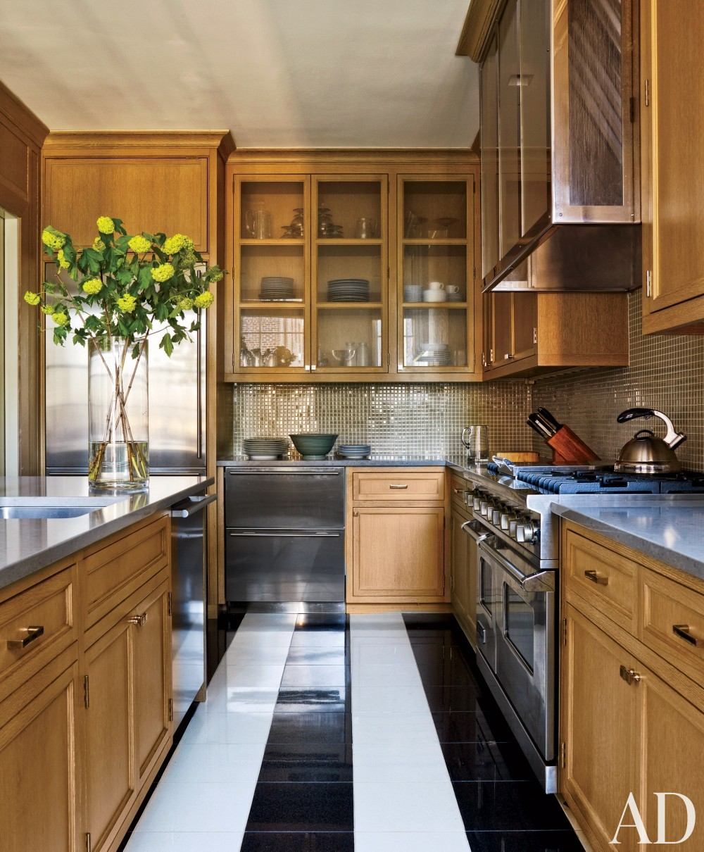 Modern Kitchen by Victoria Hagan Interiors and Peter Pennoyer Architects in New York, NY