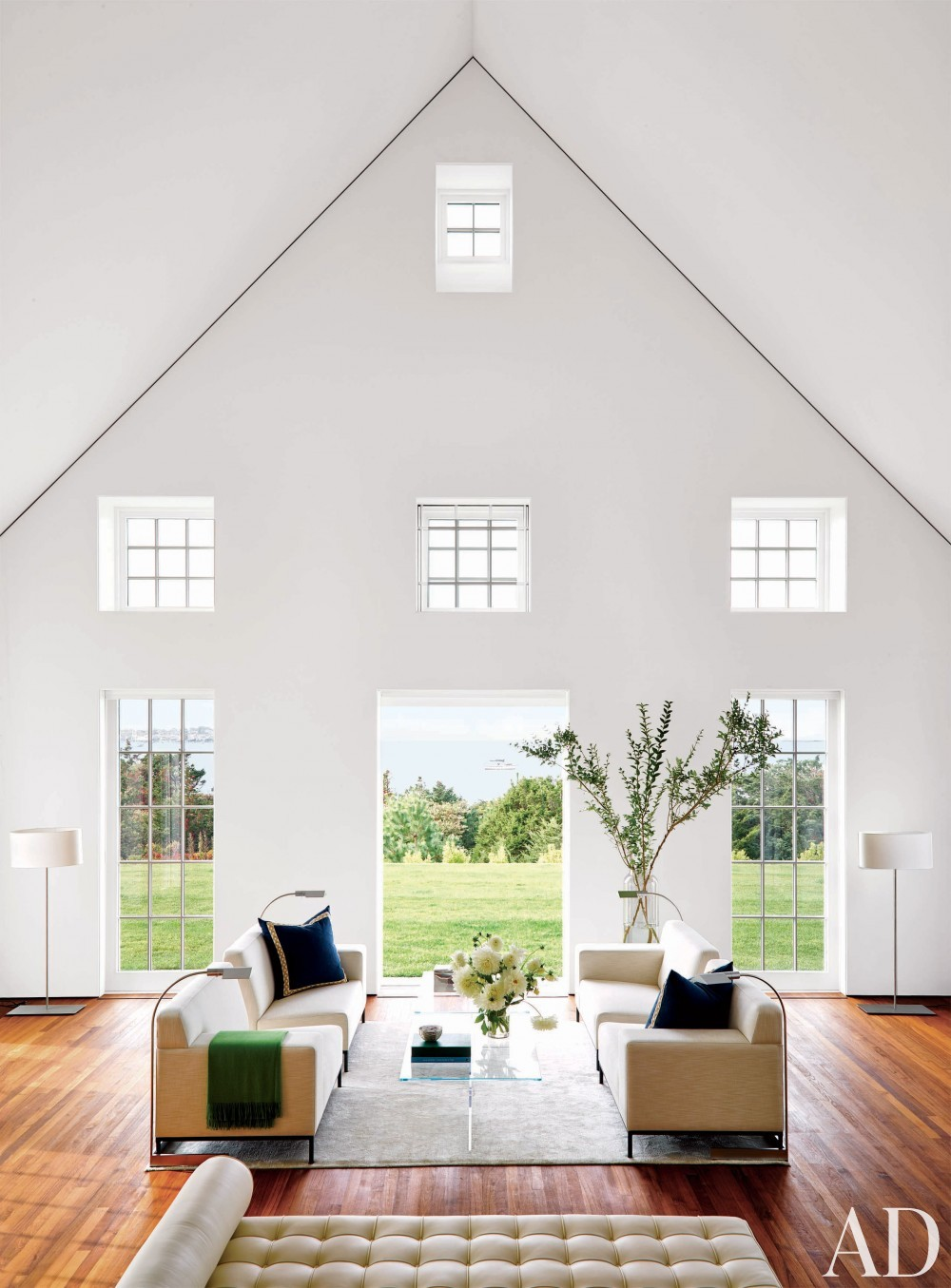 Modern Living Room by Simon Jacobsen and Jacobsen Architecture in Nantucket, Massachussetts