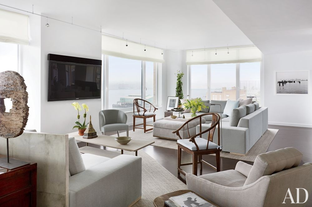 Modern Living Room by Vicente Wolf Associates Inc. in New York, New York