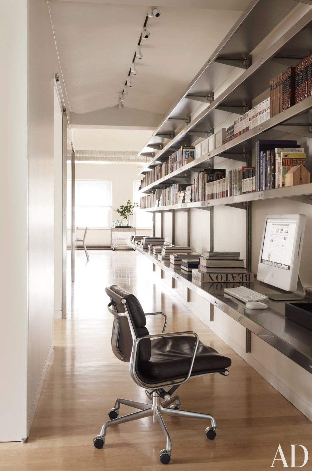 Modern office library by mr architecture d cor by for Decoration bureau new york