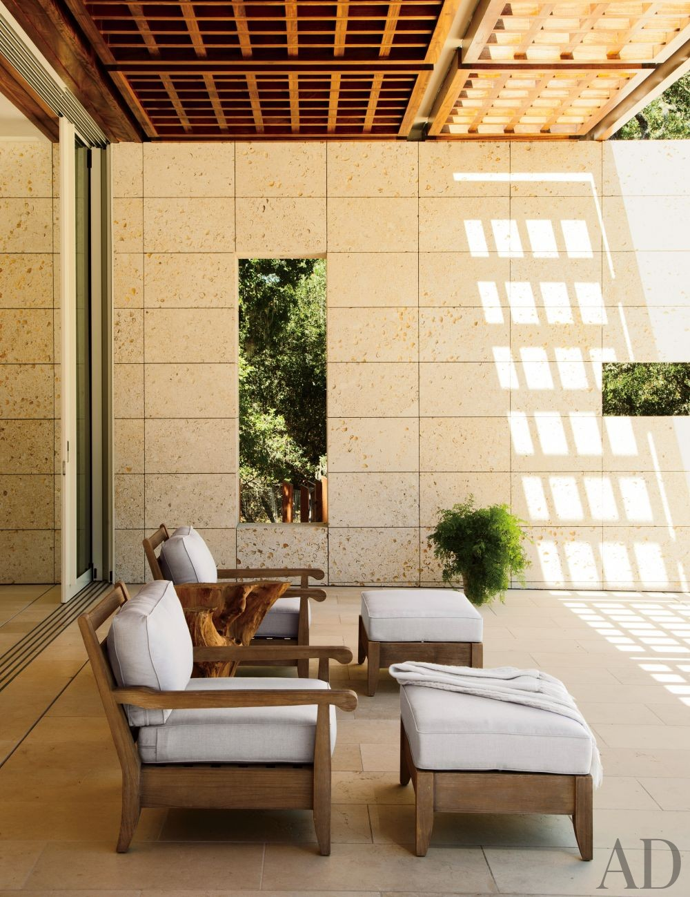 Modern Outdoor Space by April Powers and Backen, Gillam & Kroeger Architects in Woodside, California