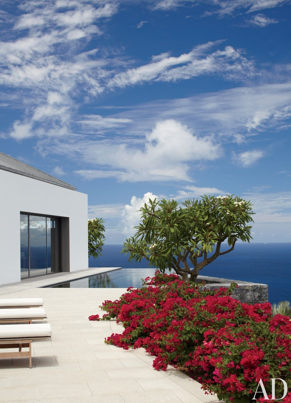 Modern Outdoor Space and Gwathmey Siegel & Associates Architects in St. Barts