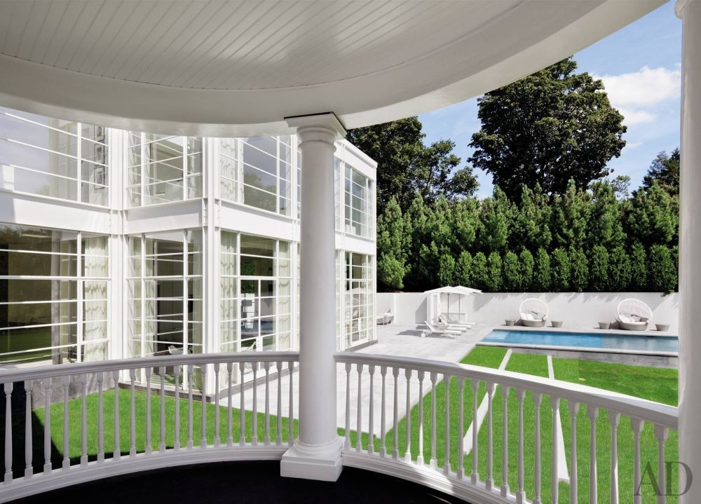 Modern Outdoor Space by Victoria Hagan Interiors and Allan Greenberg Architect in Greenwich, Connecticut