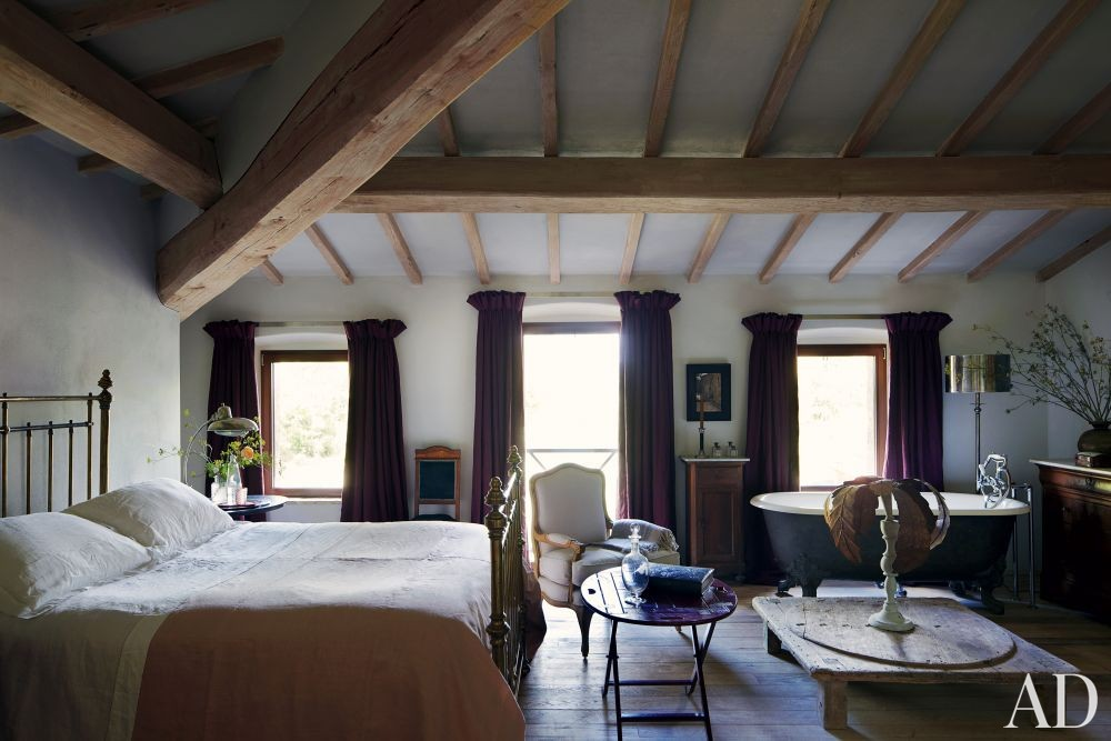 Rustic bedroom by benedikt bolza by architectural digest - Decoration maison de campagne chic ...