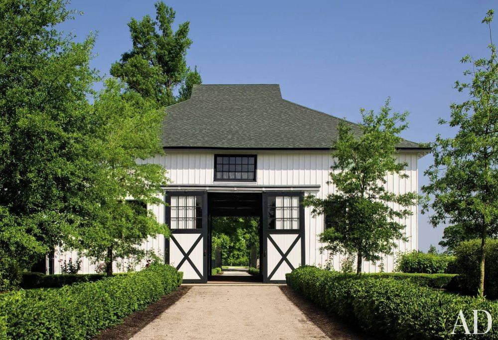 Rustic Exterior by Mona Hajj and Elby S. Martin in Lexington, Kentucky