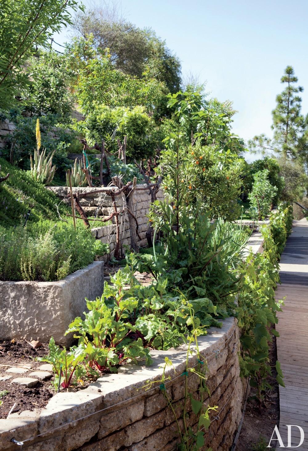 Rustic Garden by Joan Behnke & Associates Inc. and Landry Design Group Inc. in Los Angeles, California