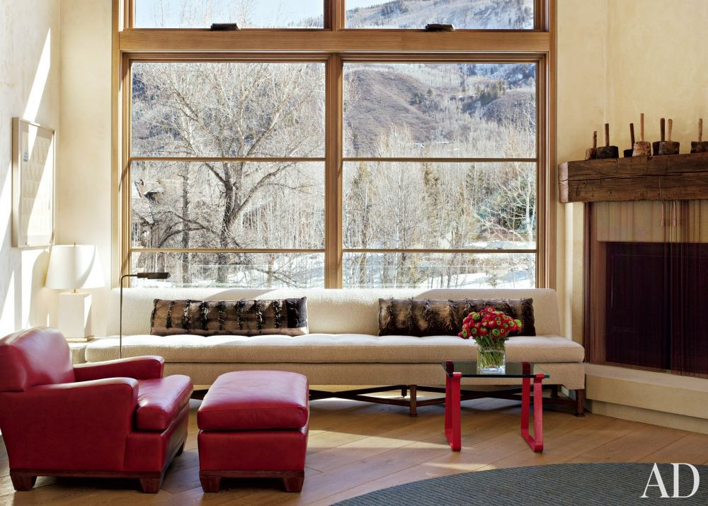 Rustic Living Room by Stephen Sills Assoc. and Menendez Architects in Aspen, Colorado