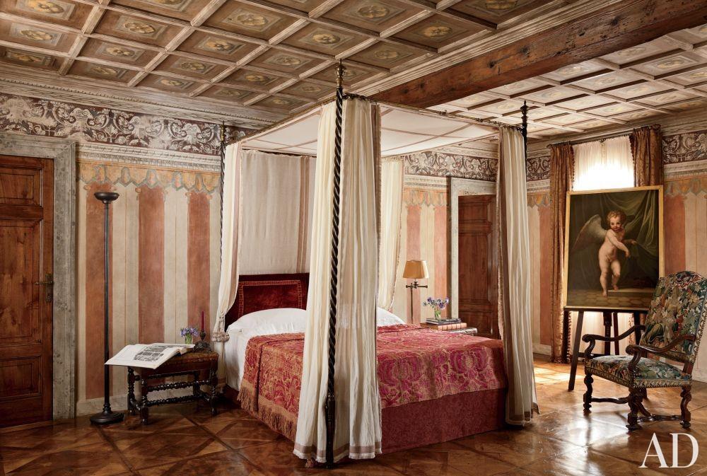 Traditional Bedroom by Studio Peregalli in Oderzo, Italy