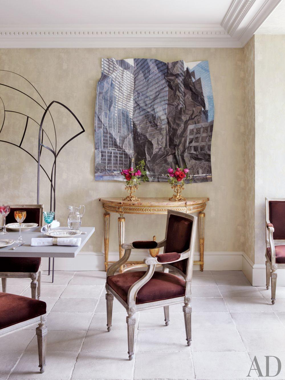 Traditional Dining Room by El Estudio de Isabel López-Quesada and Pablo Carvajal Urquijo Architect in Madrid, Spain