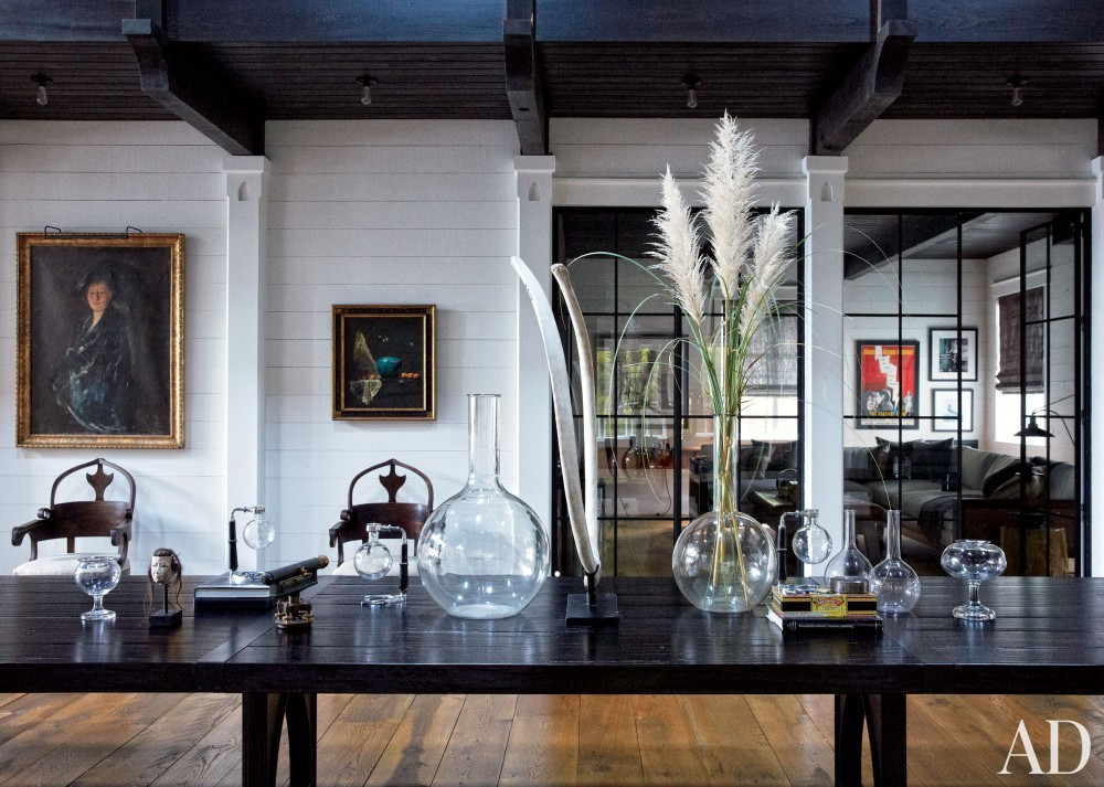 Traditional Dining Room by Monique Gibson Interior Design and Neil Gordon Architect in Daufuskie Island, South Carolina