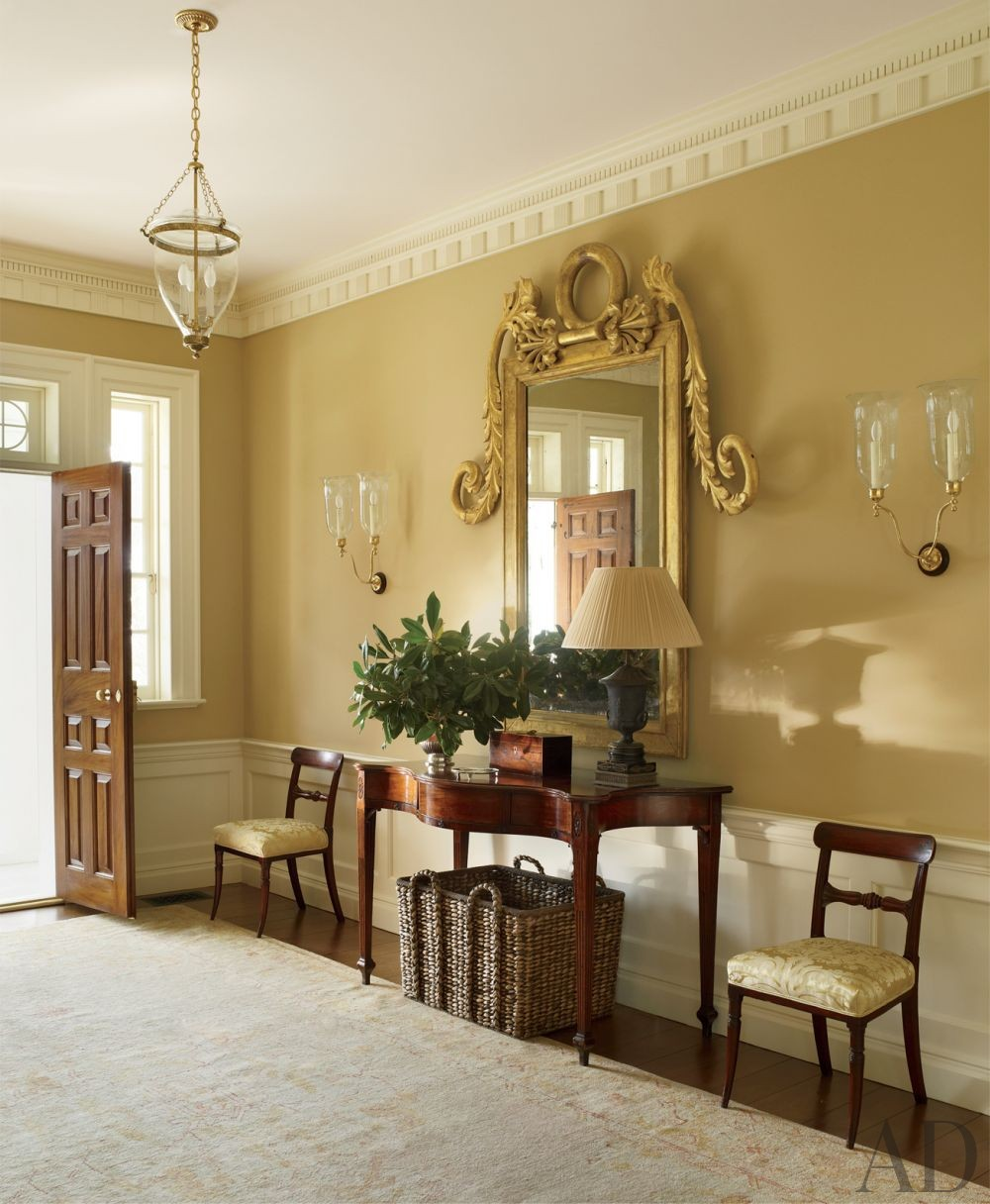 Traditional Entrance Hall by Amelia T. Handegan Inc. and Tidewater Preservation Inc. in Rappahannock Valley, Virginia