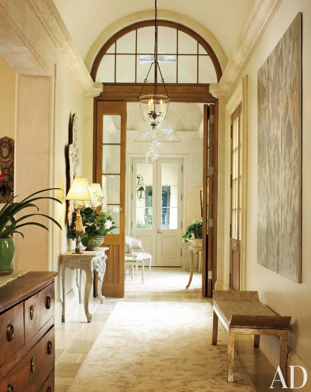 Traditional Entrance Hall by Ann Holden and Ken Tate in Southeastern U.S.