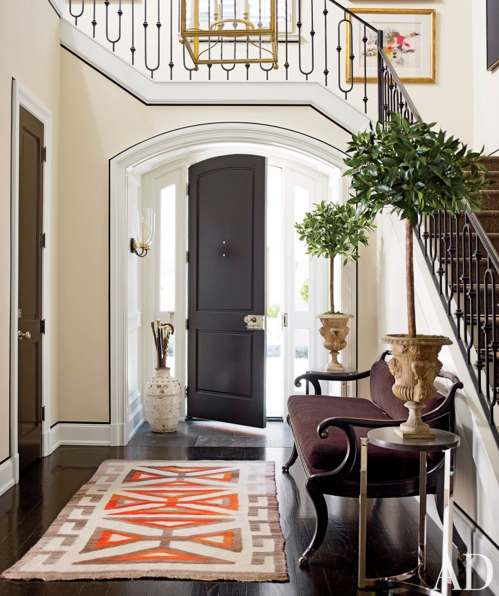 Traditional Entrance Hall by J. Randall Powers in Houston, Texas