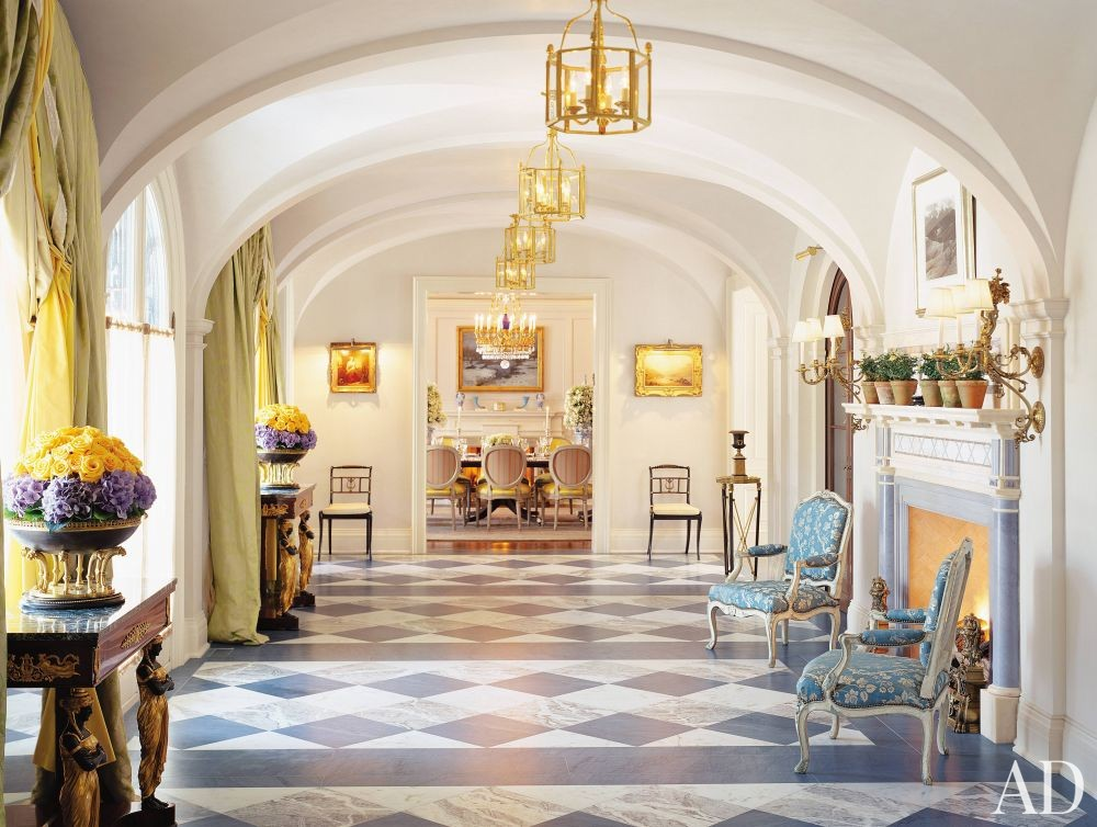 Traditional Entrance Hall by Katherine Newman and Peter Cebulak in Toronto, Canada
