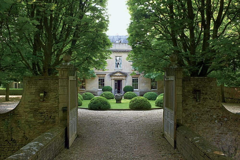Traditional Exterior by Anouska Hempel Design in Wiltshire, England