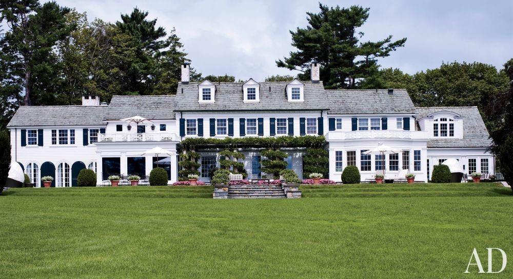 Traditional Exterior by Fox-Nahem Associates and Alveary Architecture in Greenwich, Connecticut