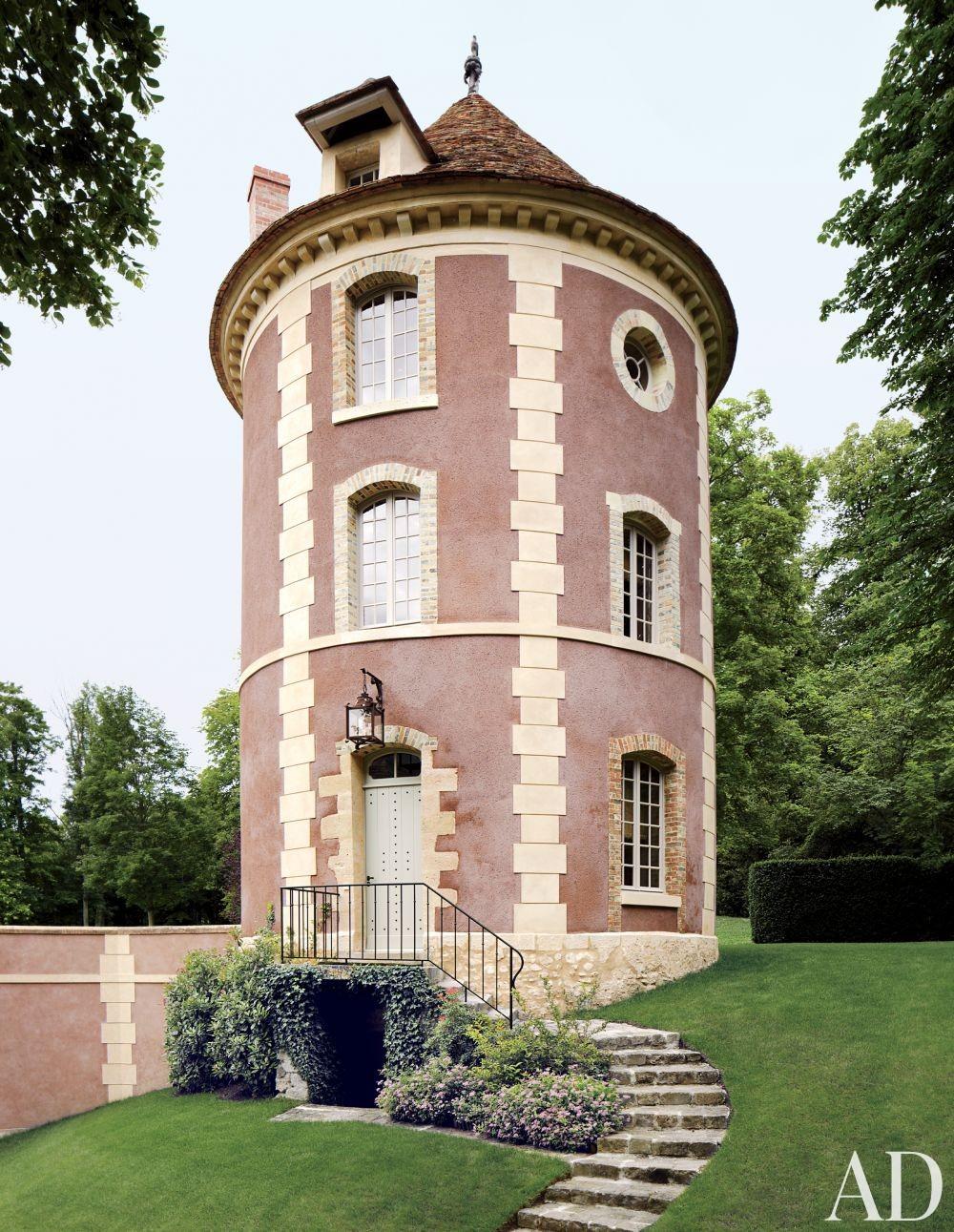 Valentino Garavani\'s Traditional Exterior in France