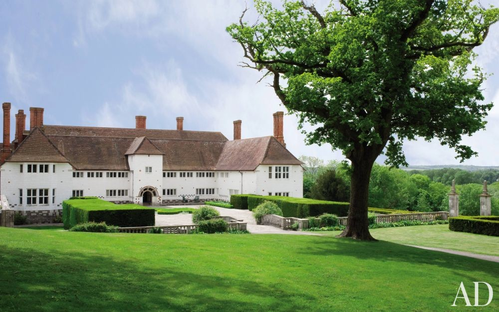 Traditional Exterior by Robert Couturier Inc. and Edwin Luytens in Hampshire, England