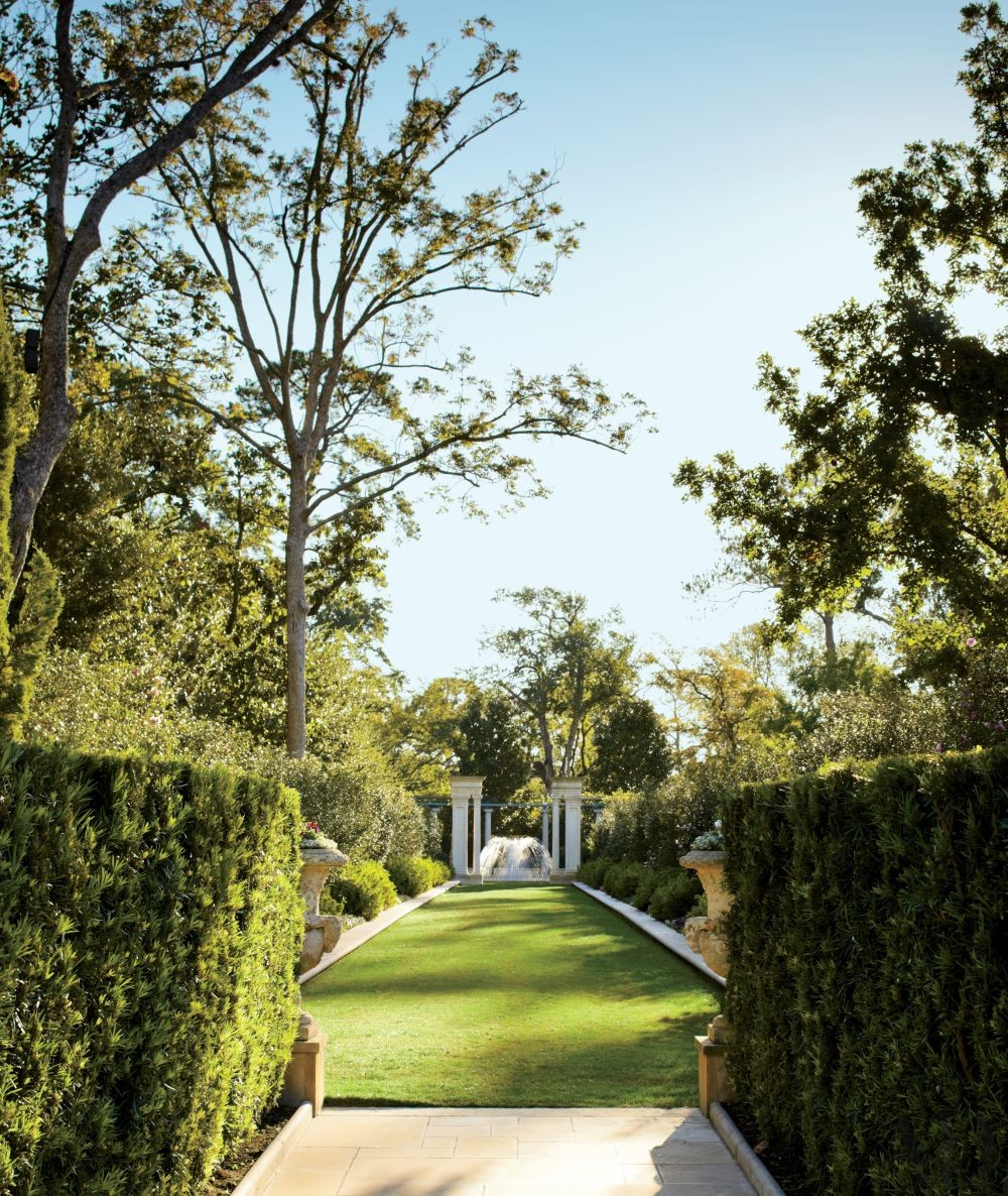 Traditional Garden by Kara Childress Inc. and Newberry Campa Architects in Houston, Texas