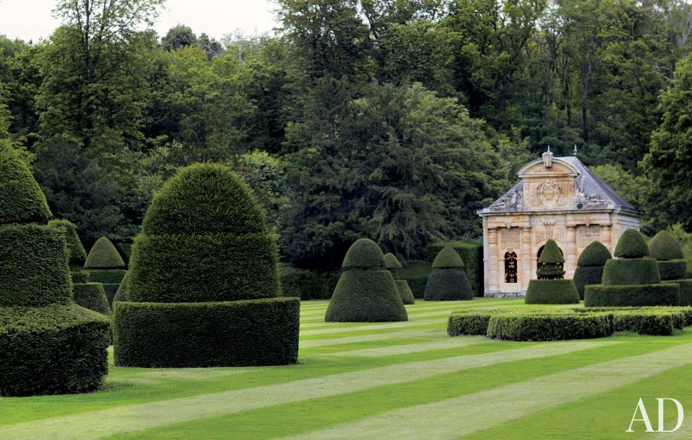 Valentino Garavani\'s Traditional Garden in France