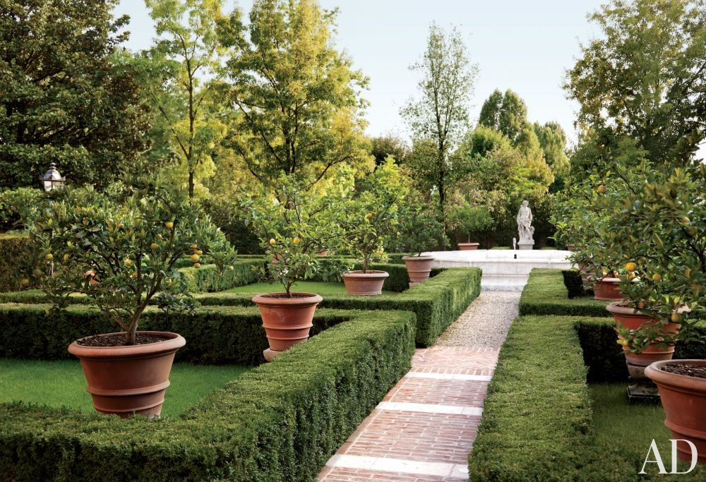 Traditional Garden by Studio Peregalli in Oderzo, Italy