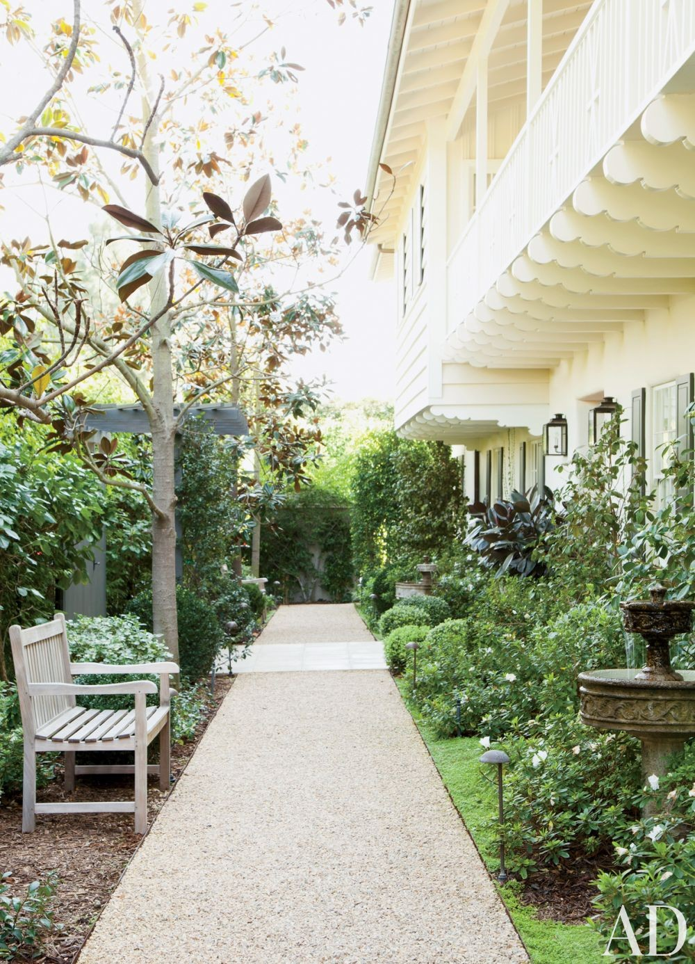 Traditional Garden by Trip Haenisch & Associates in Bel Air, California