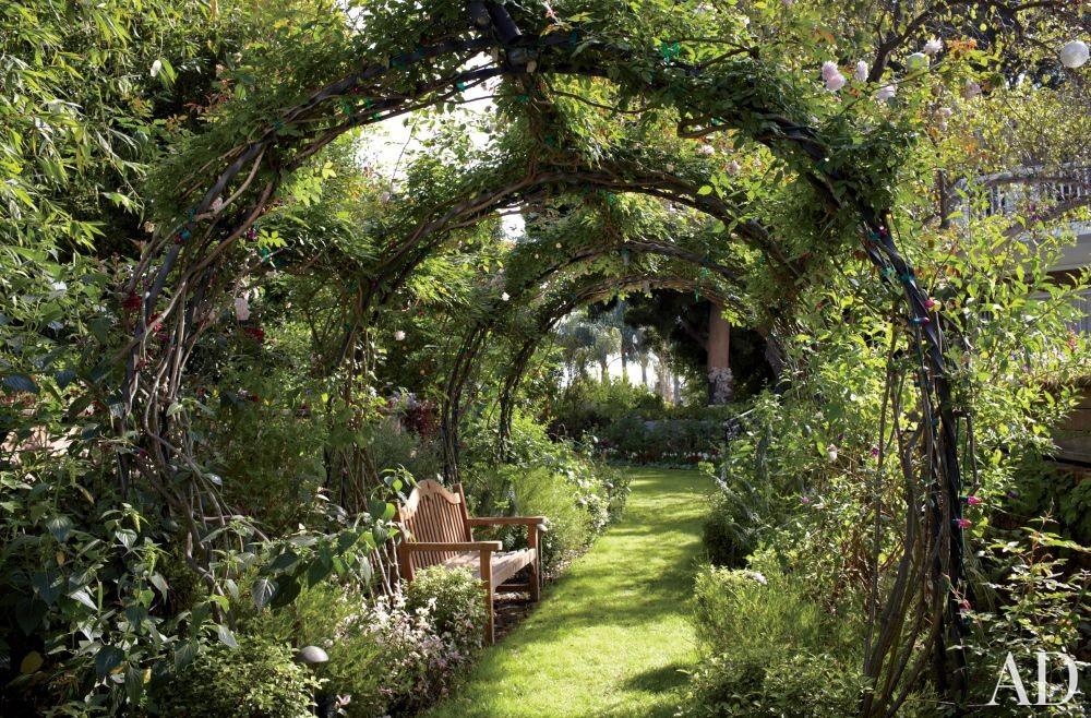 Traditional Garden by Waldo\'s Designs in Bel Air, California