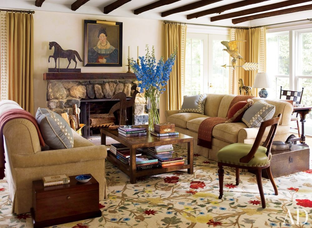 Traditional Living Room by Elissa Cullman and John B. Murray Architect in Connecticut