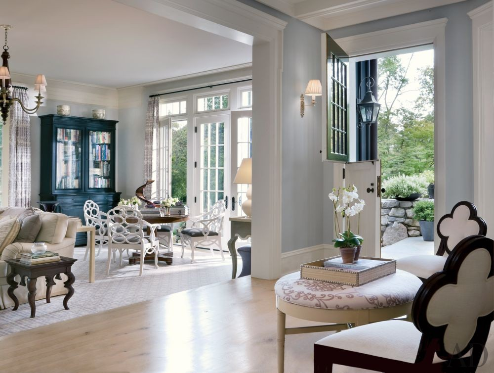 Traditional Living Room by Mark Hampton LLC and Ike Kligerman Barkley Architects in Fairfield County, Connecticut