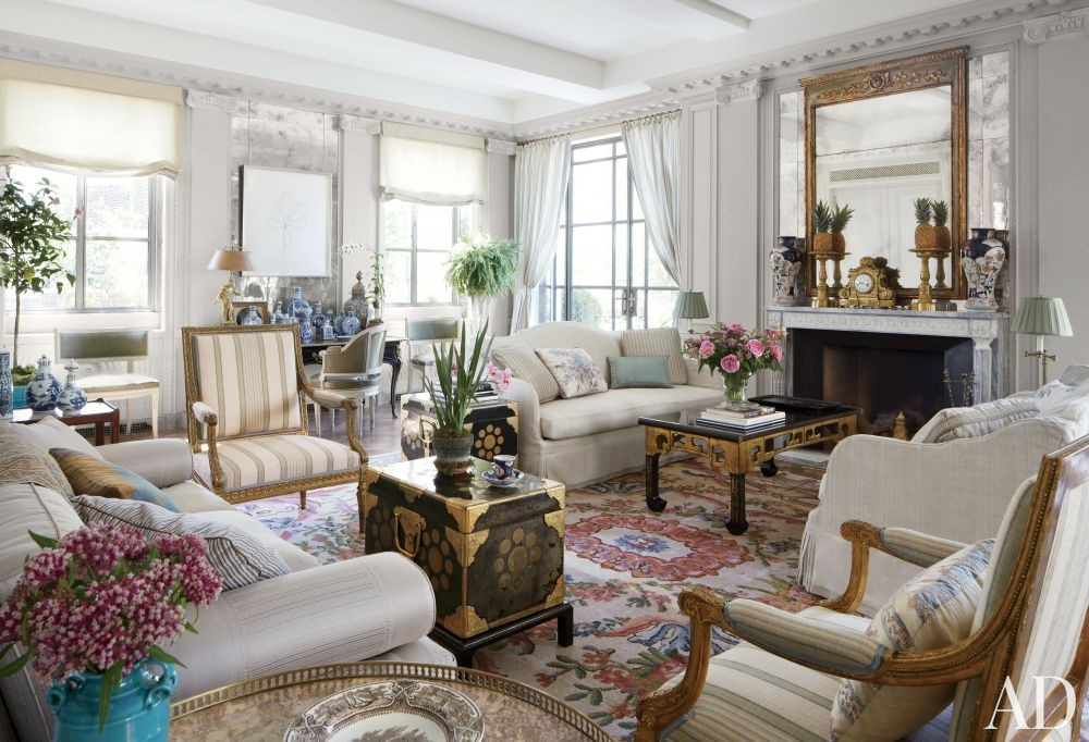 Traditional Living Room by Michael S. Smith Inc. and Ferguson & Shamamian Architects in New York, New York