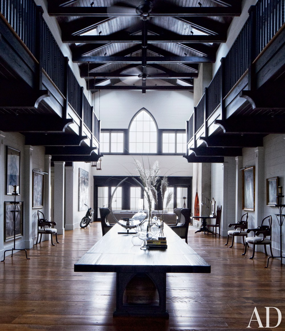 Traditional Living Room by Monique Gibson Interior Design and Neil Gordon Architect in Daufuskie Island, South Carolina