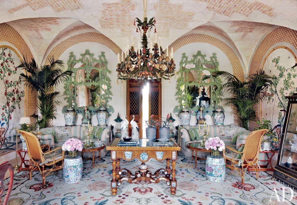 Valentino Garavani\'s Traditional Living Room in France
