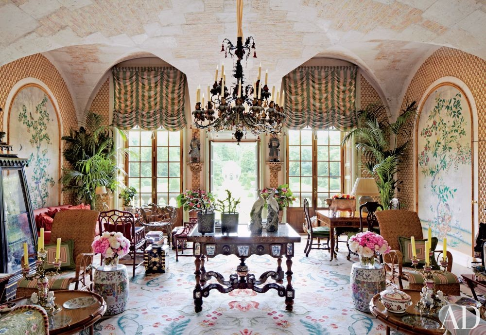 Valentino Garavani\'s Traditional Living Room in France