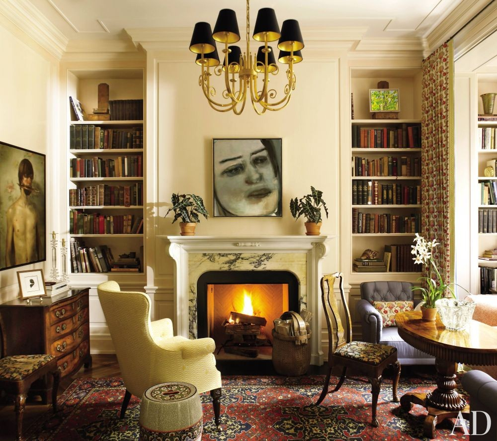 Traditional Living Room by Peter Pennoyer Architects and Bilhuber & Associates in New York City