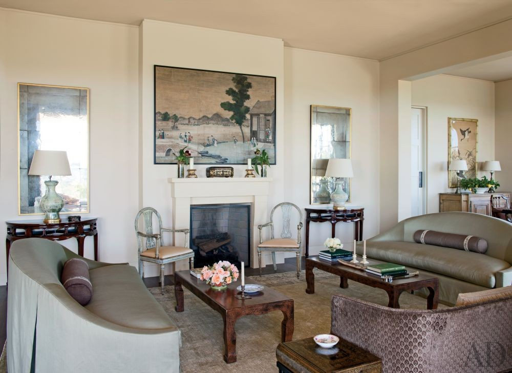 Traditional Living Room by Suzanne Rheinstein & Assoc. and Manson-Hing Architecture in Montecito, California