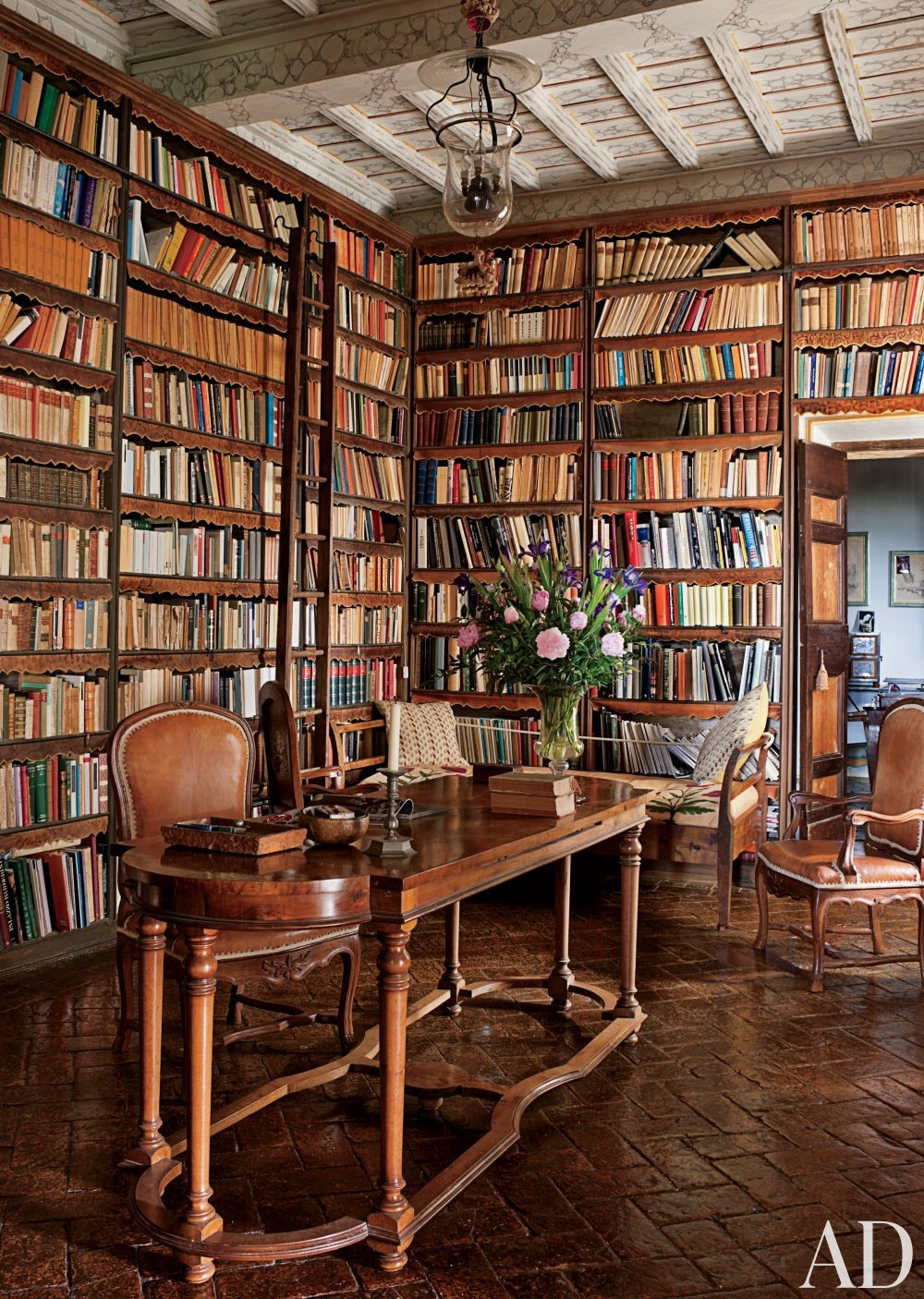 Traditional Office/Library in Lazio, Italy