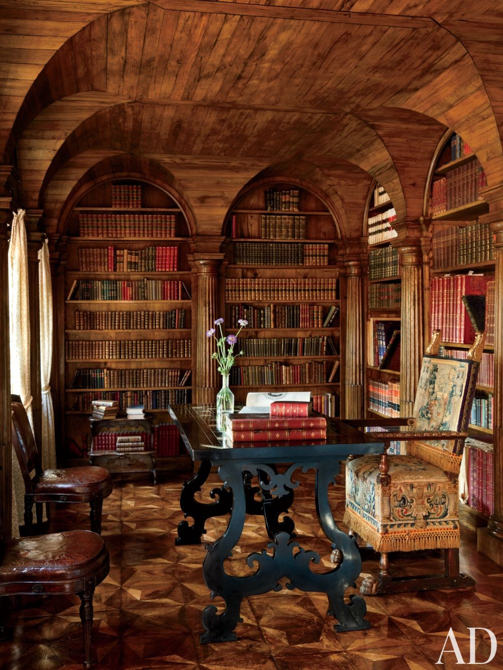 Traditional Office/Library by Studio Peregalli in Oderzo, Italy