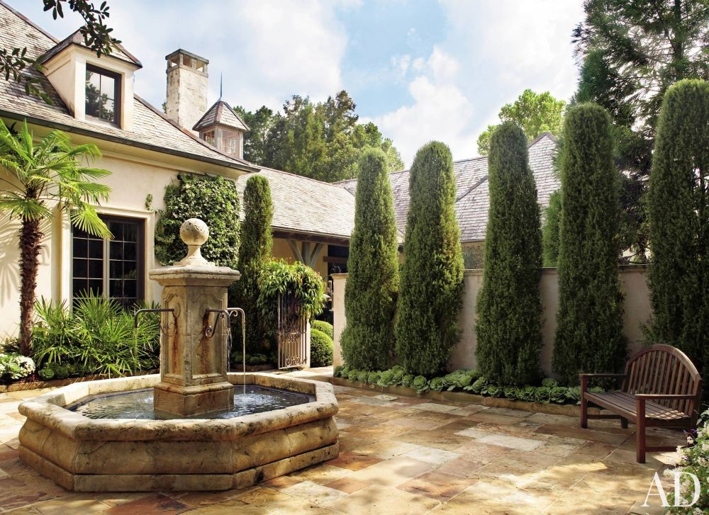 Traditional Outdoor Space by Ann Holden and Ken Tate in Southeastern U.S.
