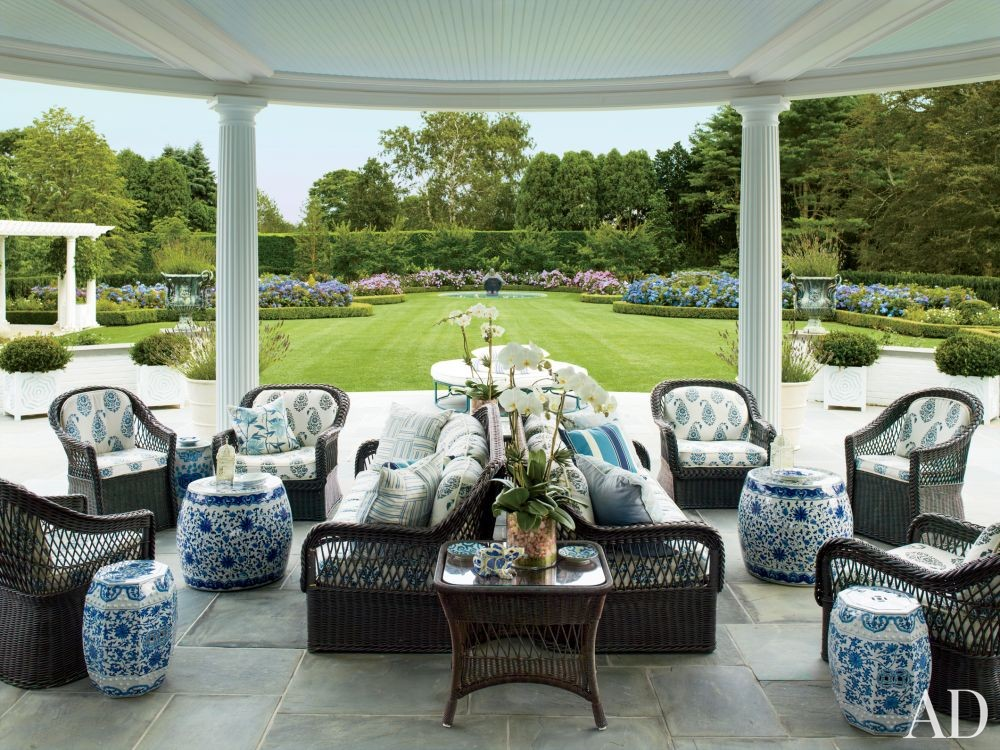 Traditional Outdoor Space by Mario Buatta and Muse Architecture in Southampton, New York