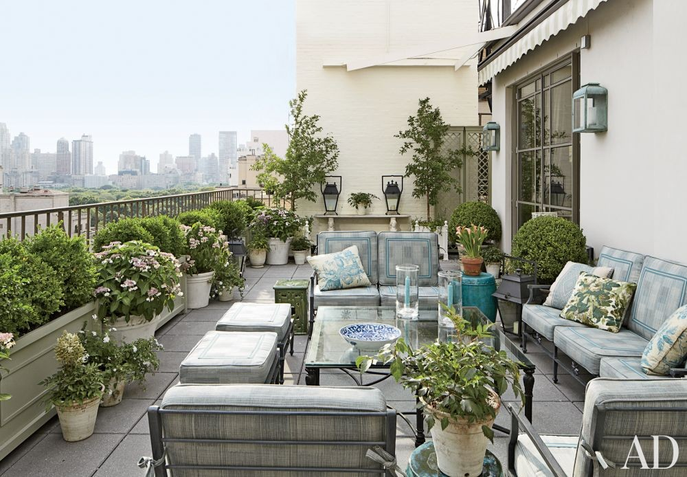Traditional Outdoor Space by Michael S. Smith Inc. and Ferguson & Shamamian Architects in New York, New York